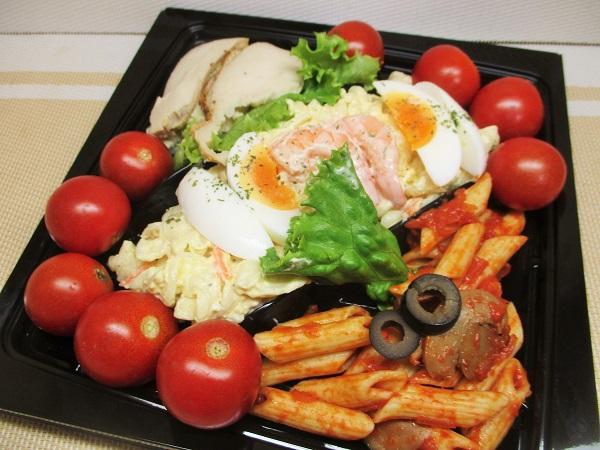 にぎわいサラダ 538円(税込) ロピアで購入。