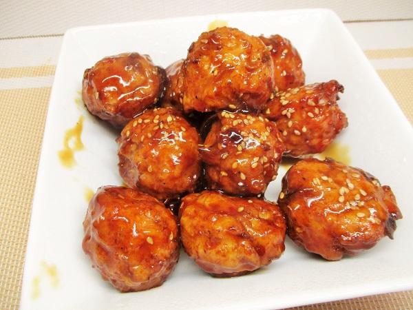 自家製ロピアミニ肉団子(黒酢あん) 国産野菜100%使用 322円(税込)