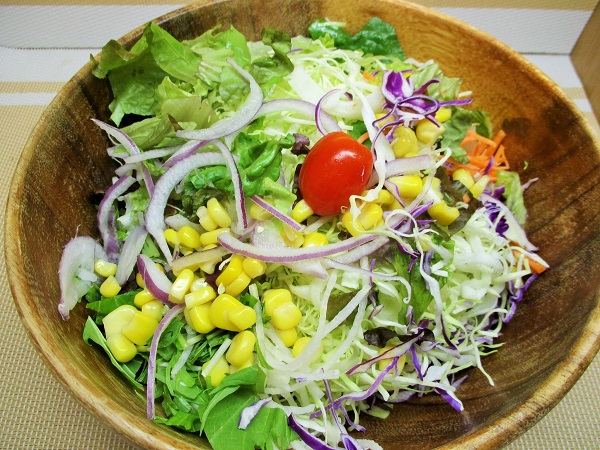 15品目の生野菜サラダ 214円(税込) ロピアで購入。
