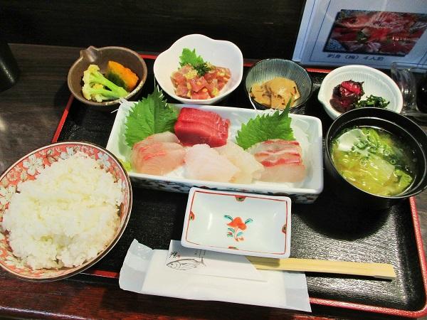 刺身定食 1,500円(税込8%)