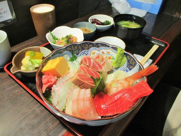 海鮮丼 1,800円(税込8%)