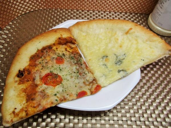 OK カットピザ(ブルーチーズの4種チーズ・トマトのボロネーゼ)