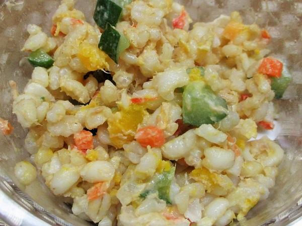 玄米ともち麦のカラフルサラダ