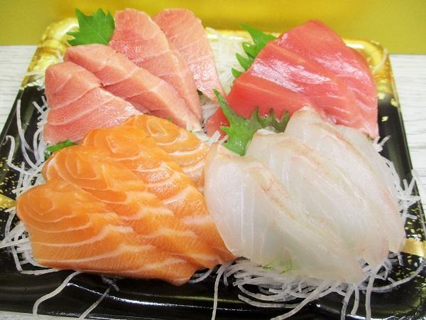 お刺身盛り合わせ 1,058円(税込)  生鮮館TAIGA岡津店で購入。