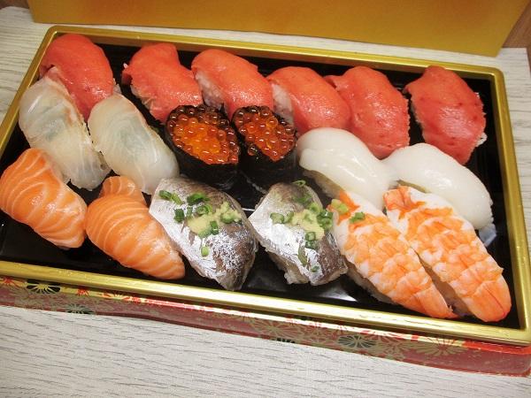 ロピア 魚萬握り 葵 18カン 1,717円(税込)→300円引き→1,393円(税込)