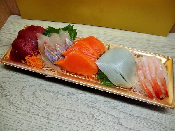 海鮮お刺身盛り合わせ 645円(税込) イオンで購入。