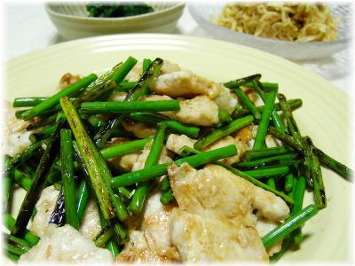 ニンニクの芽と鶏肉の炒め物