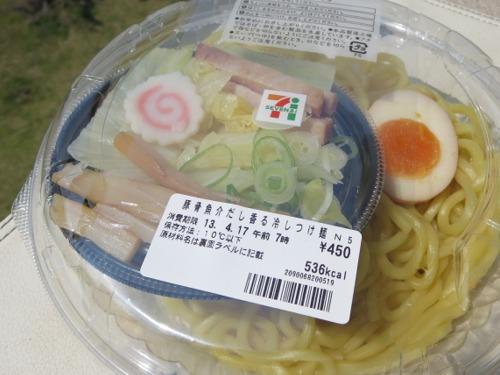 セブンイレブン 豚骨魚介だし香冷しつけ麺