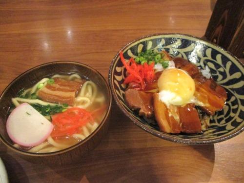 ラフテー丼と沖縄そば定食(税抜1,090円)