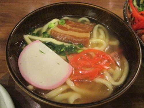 久々に沖縄そばを食べました。 やっぱりいいですね〜♪