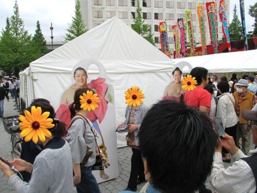 国技館の周辺では、様々な催し物が! 遠藤の書割も!
