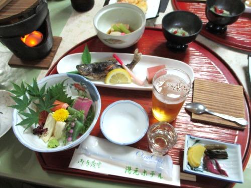 下部温泉 湯元ホテルにて夕飯です。