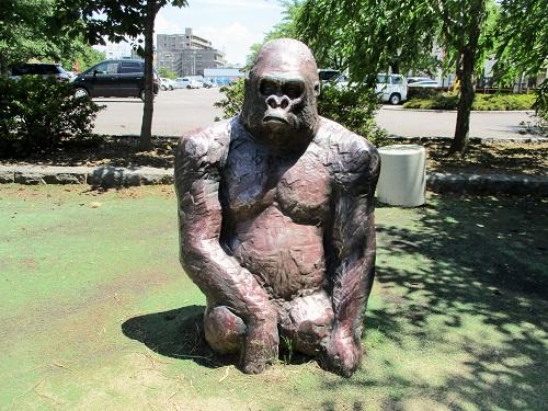 上田城にゴリラがいました。