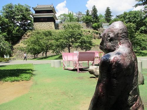 なんと! このゴリラは上田城を見守っているのでした!