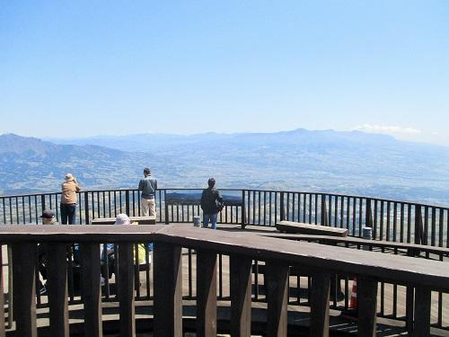 山頂には見晴らしデッキが設置されております。 その名も「ときめきデッキ」