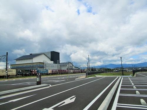 白河駅前の駐車場