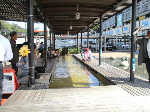 熱海駅前の足湯「家康の湯」は健在です。