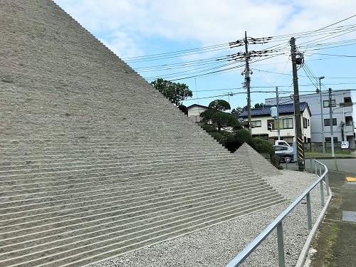 綾瀬にピラミッドが出現!【神奈川県綾瀬市】