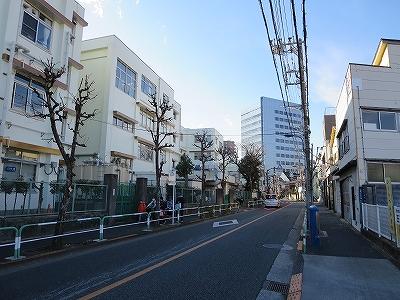 東京都北区 堀船 堀船小学校前の道路