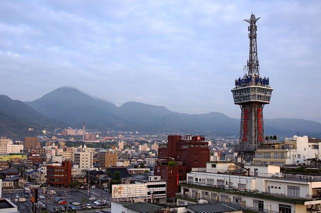s-800px-Beppu_Tower02s4s3200.jpg