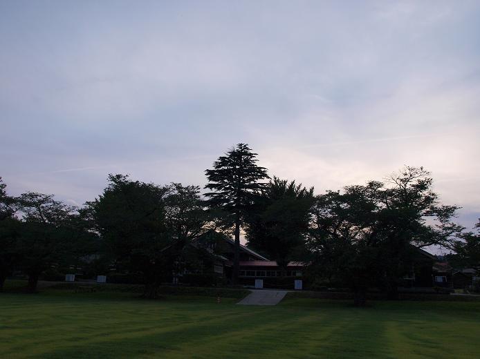 校庭から見た校舎