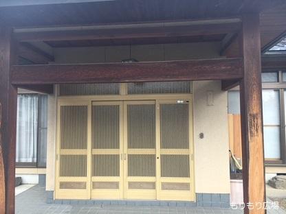 玄関前木曾ひのきの家もりぞうリフォーム実例.jpg