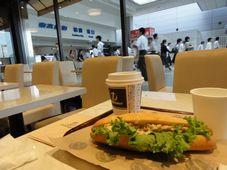 朝の柏駅とパン屋カフェ