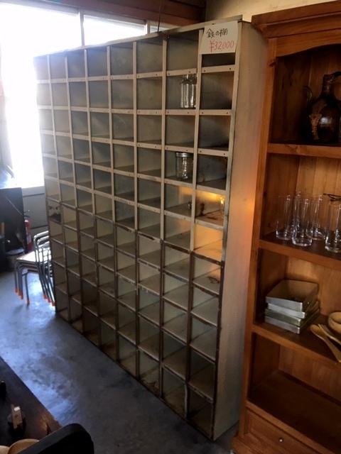 鉄の工具棚
