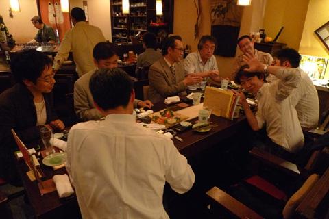 写真は、2009年にHCD-Netフォーラムでの札幌飲み会。