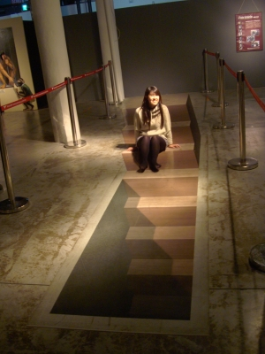 高雄Trick Art Sitting on Stairs