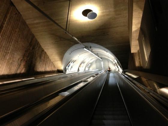 ヘルシンキの地下鉄エスカレーター