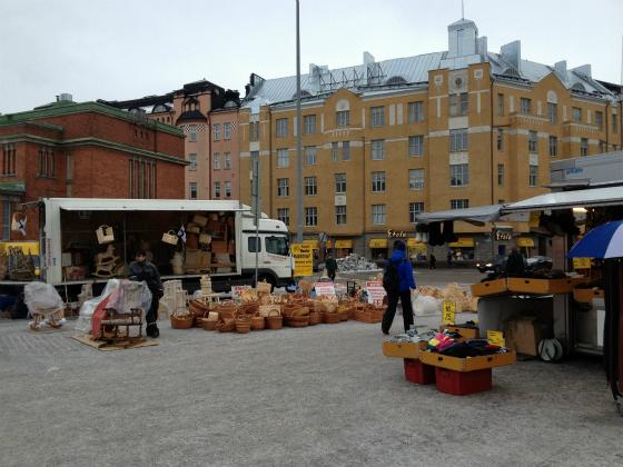 ハカニエミマーケットでは白樺のかごも売っています