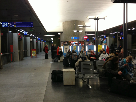 kamppi、地下のバスターミナル