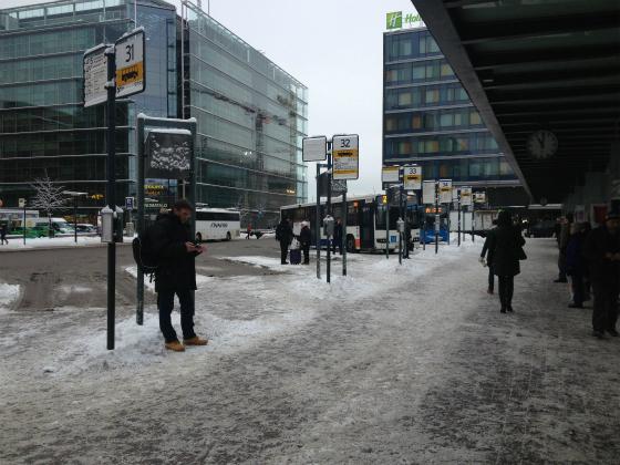 ヘルシンキ中央駅横のバス乗り場
