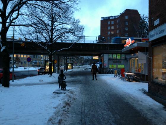 ストックホルムから地下鉄で郊外のVästertorpへ。