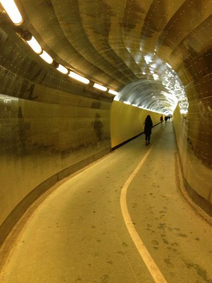 長いトンネルが続きます。
