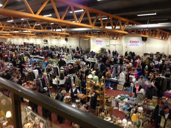 ストックホルムのフリーマーケット会場は大盛況です!
