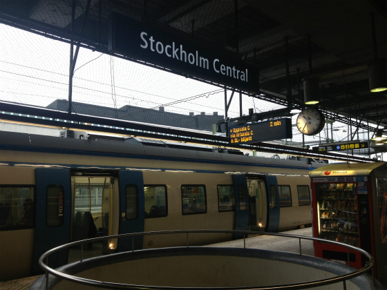 ストックホルム中央駅からアーランダ空港へ、通勤電車で向かう