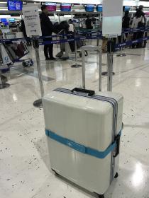 スーツケースを新調して、フィンランド風カラーに。