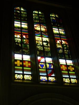 洛星校舎のステンドグラス