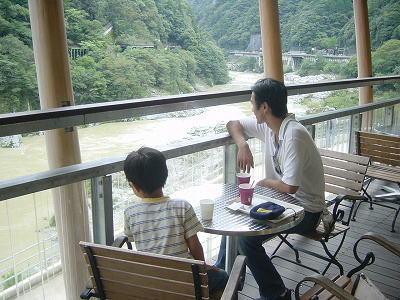 キャラメルマキアートとコーヒーを堪能しながらタコヤキを待つ…