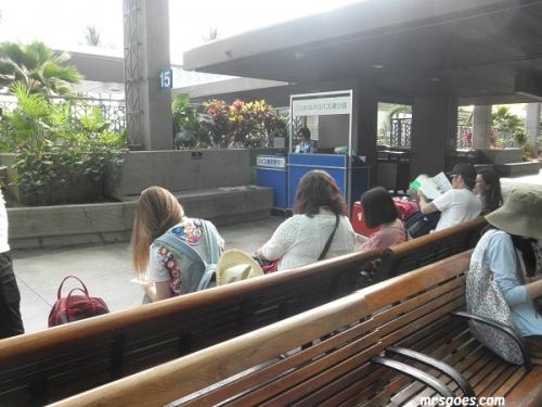 送迎バス待ち