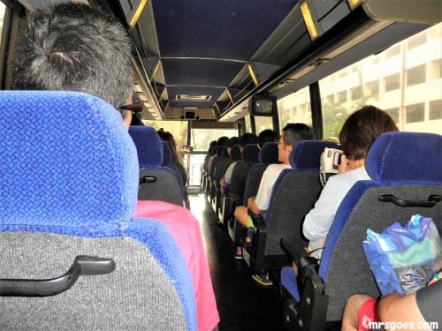 243 サンドバーツアーのバスの中