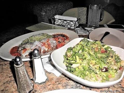 サラダとチキンロマーノ