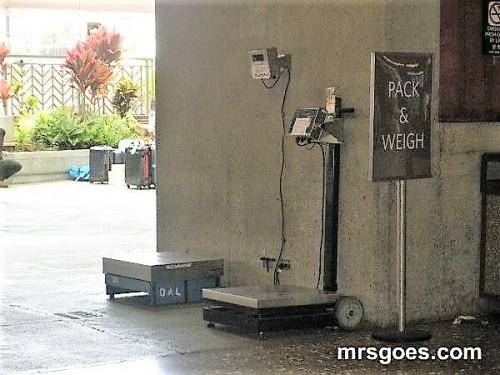 預け荷物の重さをはかる重量計