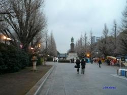 靖国神社夕暮れ時の桜3