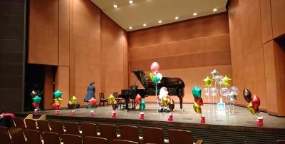 クリスマスピアノ発表会  ピアノ発表会 バルーン装飾