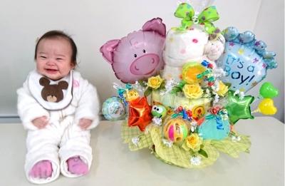 おむつケーキ 出産のお祝い 赤ちゃんとおむつケーキ