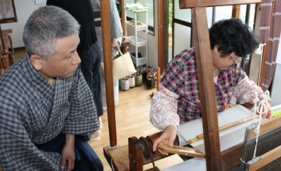板〆高機織職人と店主
