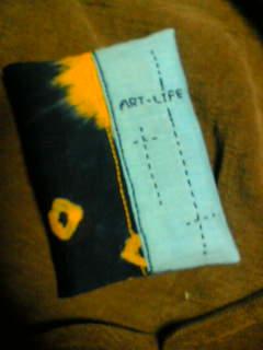 絞り染め布と刺繍のポケットティシュカバー
